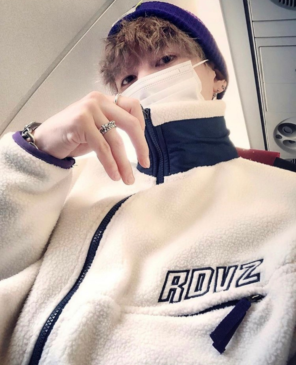 "랑데부 ""유키스(U-KISS) 기섭"" RDVZ® 18FW DIAGONAL SLEEVE FLEECE ZIP-UP IVORY / NAVY"