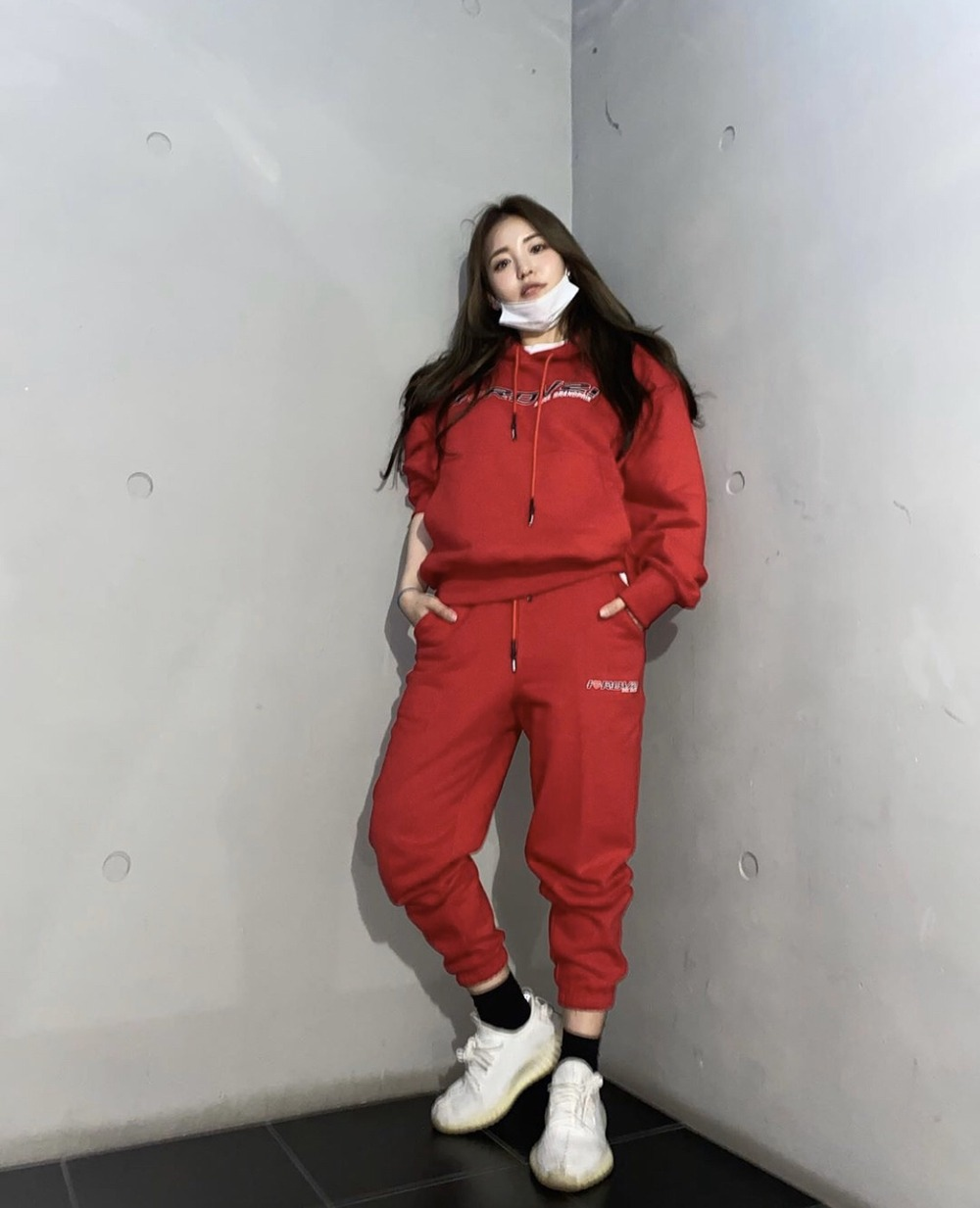 "랑데부 ""브레이브걸스 유정"".  RDVZ®  20SS I LOVE RDVZ HOODIE RED, I LOVE RDVZ SWEAT PANTS RED"