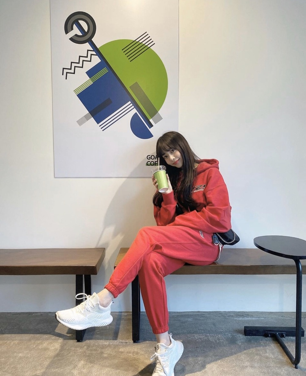 "랑데부 ""브레이브걸스 은지"".  RDVZ®  20SS I LOVE RDVZ HOODIE RED, I LOVE RDVZ SWEAT PANTS RED"