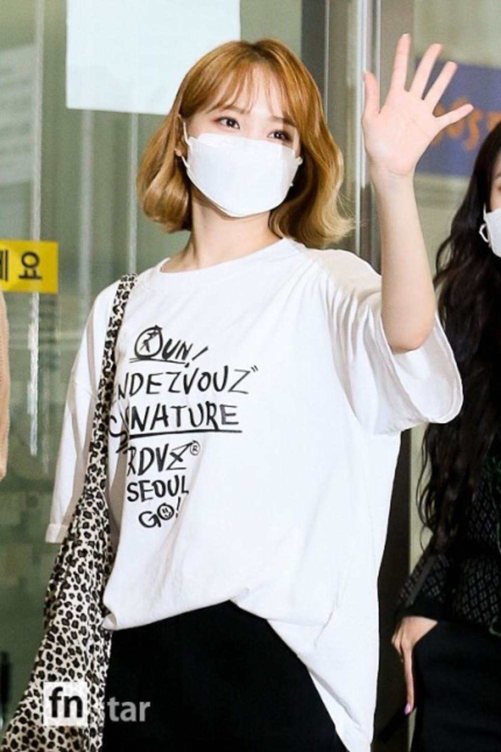 "랑데부 ""아이즈원 채원"".RDVZ®  20SS GRAFFITI T-SHIRT WHITE"